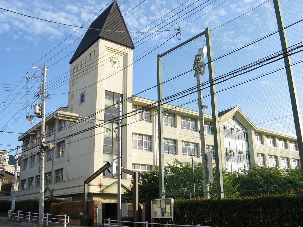 神戸市灘区六甲小学校